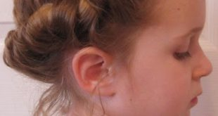 A simple hairstyle for a little girl Hairstyles For Little Girls
